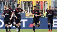 Selebrasi para pemain AC Milan usai Patrick Cutrone mencetak gol ke gawang SPAL. (Serena Campanini/ANSA via AP)