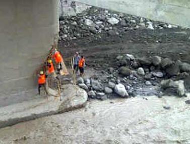 Jembatan Penghubung Muntilan - Magelang Terputus.