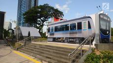 Penampakan mini information center Mass Rapid Transit (MRT) Jakarta di Stasiun Dukuh Atas, Jakarta, Jumat (4/1). Pusat layanan informasi menyediakan semua informasi seputar MRT. (Liputan6.com/Herman Zakharia)