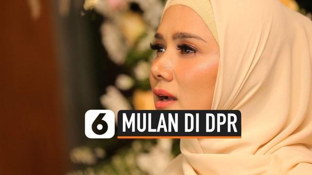 Mulan Jameela resmi dilantik menjadi anggota DPR RI periode 2019-2024 dari partai Gerindra. Mulan berharap dirinya bisa duduk di komisi X.