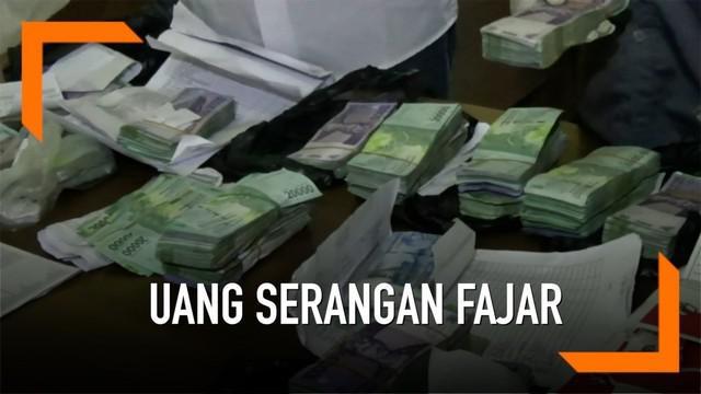 Bawaslu Ponorogo menangkap caleg yang akan memberikan uang untuk serangan fajar. Dari hasil penangkapan, disita uang Rp 66 juta.