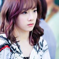 Para penggemar pasti patah ahti saat Jessica mengumumkan untuk meninggalkan SNSD. Hal tersebut pun berlaku untuk Taeyon. (Allkpop)
