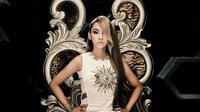 Lagu solo milik CL bertajuk The Baddest Single disebut sebagai lagu terpopuler meski terganjal masalah bahasa.
