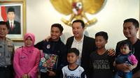 Gelandang Persela Lamongan dan Timnas Indonesia U-23, Hambali Tolib, bersama Menpora Imam Nahrawi, Rabu (12/6/2019). (Istimewa)