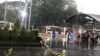 Hujan deras mengguyur kawasan GBK Senayan, Jakarta (Ahmad Fawwaz Usman)