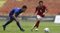 Gelandang Timnas Indonesia, Evan Dimas beraksi saat melawan Thailand di gelaran SEA Games 2017 yang berlangsung di Stadion Shah Alam, Malaysia (Bola.com/Vitalis Yogi Trisna)