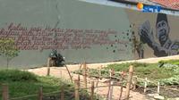 Karya seni mural seniman ini hadir membawa pesan persatuan yang berangkat dari keresahan mereka melihat kondisi Ibu Kota.