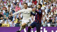 Ronaldo coba dijegal Pique (GERARD JULIEN / AFP)