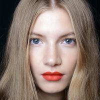 Warna orange yang enerjik bisa dijadikan pilihan lain untuk 'menghidupkan' harimu.