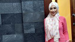 Sejak mengenakan hijab, Anisa mengaku banyak mengalami perubahan yang terjadi di dirinya, kini ia merasa lebih tenang dan sabar dalam mneghadapi suatu masalah, Jakarta, (18/7/14) (Liputan6.com/ Panji Diksana)