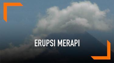 Warga bersama TNI memperbaiki jalur evakuasi guna mengantisipasi erupsi Gunung Merapi yang bisa kapan saja terjadi.