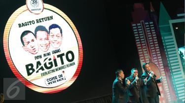 """Penampilan grup lawak Bagito dalam acara """"Bagito Return: Everlasting Memories Reunion"""" di Senayan City, Jakarta, Rabu (2/11). Grup beranggotakan Didin, Miing dan Unang ini juga sekaligus merayakan hari jadi ke 38 tahun. (Liputan6.com/Herman Zakharia)"""