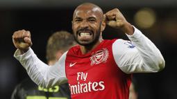 Thierry Henry sukses mencetak 100 gol di Liga Inggris saat laga ke-160nya bersama Arsenal. Mesin gol The Gunners tersebut hingga saat ini telah mengoleksi 175 gol dan 85 assit bersama Arsenal. (Foto: AFP/Ian Kington)