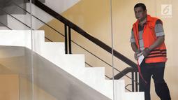 Pejabat Pembuat Komitmen pada Kemenpora Adhi Purnomo bersiap menjalani pemeriksaan di gedung KPK, Jakarta, Senin (7/1). Adhi diperiksa terkait suap dana hibah dari Kemenpora ke KONI 17 milar. (Merdeka.com/Dwi Narwoko)