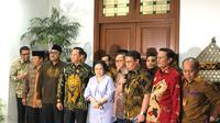 Pimpinan MPR mendatangi kediaman Presiden ke-5 RI Megawati Soekarnoputri di Jalan Teuku Umar, Jakarta Pusat, Kamis (10/10/2019). (Liputan6.com/Delvira Hutabarat)