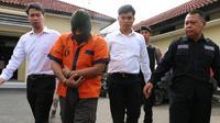 Tersangka pencabulan anak di bawah umur, HS (53) alias Kanjeng Sultan ditahan di Polres Kebumen. (Foto: Liputan6.com/Polres Kebumen/Muhamad Ridlo)