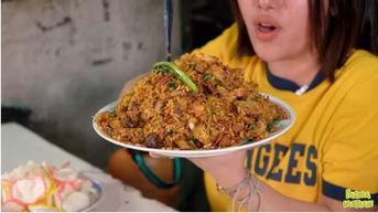Nasi Goreng Gerobak Pinggir Jalan Dihargai Rp100 Ribu, Pengunjung Antre dari Sehari Sebelumnya