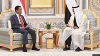 Presiden Joko Widodo dan Putra Mahkota Abu Dhabi Mohamed bin Zayed, mengadakan pertemuan bilateral di Istana Qasr Al Watan, Minggu sore (12/1). (Dok: Setpres RI).