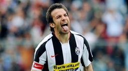 1. Alessandro Del Piero - Mantan penyerang Timnas Italia ini adalah pemain yang sangat loyal dengan Juventus. Selain itu ia juga tercatat sebagai pencetak gol terbanyak sepanjang sejarah klub dengan koleksi 270 gol. (FP/Giuseppe Cacace)