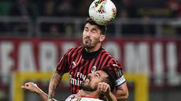 Alessio Romagnoli. Kapten tim AC Milan berusia 26 tahun ini telah 6 musim memperkuat Rossoneri. Ia mulai tersingkir akibat performa yang tak konsisten di posisi bek tengah serta kalah bersaing dengan Fikayo Tomori. Musim lalu ia hanya tampil dalam 30 laga di semua ajang. (Foto: AFP/Miguel Medina)