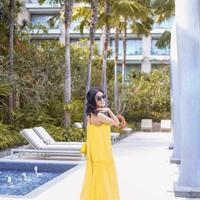 Nindy Ayunda tampil fresh pakai dress kuning. (Instagram/nindyparasadyharsono)