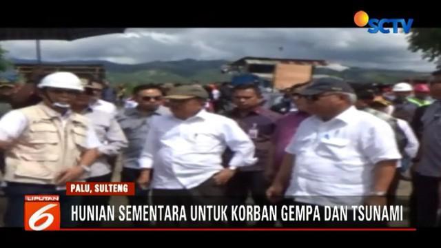 Tidak hanya ruangan tempat tidur, Wapres Jusuf Kalla juga memeriksa fasilitas yang ada di huntara.