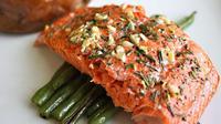 Lemak sehat ikan salmon bantu turunkan kolesterol jahat/copyright Shutterstock.com