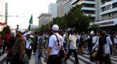 Massa aksi 22 Mei mulai berkumpul di depan Gedung Bawaslu, Jakarta, Rabu (22/5). Mereka mulai melakukan orasi menolak pemilu curang serta hasil rekapitulasi yang dilakukan Komisi Pemilihan Umum (KPU). (erdeka.com/Imam Buhori)