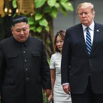 Kim Jong-un dan Donald Trump (Foto: SAUL LOEB / AFP)