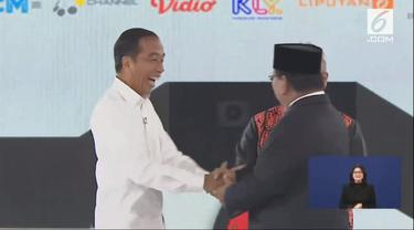Jokowi dan Prabowo Subianto dalam debat keempat Pilpres 2019. (Liputan6.com)