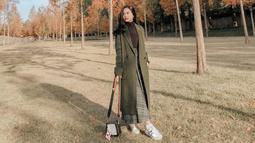Hanggini juga dikenal pandai dalam melakukan mix and match baju. Perempuan berusia 21 tahun ini pun nampak rajin mengunggah potret OOTD di akun Instagramnya. (Liputan6.com/IG/hanggini)