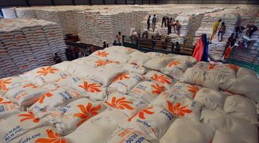 Perum Bulog menyediakan cadangan beras bagi warga. (Foto Istimewah)