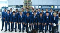 Timnas Thailand U-22 dalam seragam kontingen berpose jelang keberangkatan ke SEA Games 2019 di Filipina. (Bola.com/Dok. FAT)