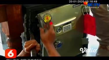 Tiga bandit pembobol dua brankas berisi uang Rp 1,1 miliar milik Koperasi Wahana Bahagia Kota Pasuruan, tertangkap. Satreskrim Polres Pasuruan Kota menembak kaki ketiga bandit itu lantaran melawan saat disergap.