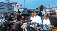 Presiden Joko Widodo (Jokowi) menghadiri acara Deklarasi Pengemudi Truk Sebagai Pelopor Keselamatan di Jakarta International Container Terminal (JICT), Jakarta.Dok Merdeka.com