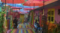 Kampung Warna - Warni di Kota Malang mengandalkan dana sosial perusahaan (Zainul Arifin/Liputan6.com)