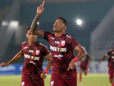 Persis Solo sukses meraih kemenangan di laga pembuka Liga 2 musim 2021/2022 melawan PSG Pati. Dua gol Persis Solo diciptakan oleh Beto Goncalves pada menit ke-19 dan Eky Taufik pada menit ke-22. (Bola.com/Vincentius Atmaja)