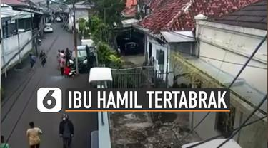 Beberapa hari tengah viral video CCTV memperlihatkan mobil menabrak ibu hamil yang sedang menyeberang. Pelaku yang tengah belajar menyetir mobil disebut salah menginjak pedal gas karena kaget.