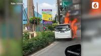 Sebuah Toyota Alphard terbakar di Pondok Indah, Jakarta Selatan viral di media sosial.