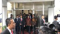 Presiden Joko Widodo membela Menteri Pertahanan Prabowo Subianto soal kunjungan kerja ke luar negeri. (Liputan6/Putu Merta)