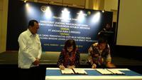 Penandatanganan perjanjian kerja sama antara Direktur Jenderal Perhubungan Udara Kemenhub Polana B Pramesti beserta Direktur Utama PT Angkasa Pura II Muhammad Awaluddin (Foto: Liputan6.com/Maulandy R)