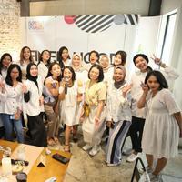 Dikatakan Ayu Kinanti bahwa dirinya lebih senang mengenakan brand lokal ketimbang yang berasal dari luar negeri. Menurutnya, belakangan juga makin banyak brand lokal yang muncul dan bagus-bagus. (Adrian Putra/Fimela.com)