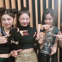 ITZY sukses raih kemenangan keenam di program musik berkat DALLA DALLA. (Soompi)