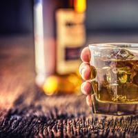 Konsumsi Minuman Beralkohol Picu Diare (Marian Weyo/Shutterstock)
