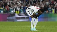 Bukayo Saka, Jadon Sancho, dan Marcus Rashford menjadi korban rasialisme online setelah gagal mengeksekusi tendangan penalti untuk Timnas Inggris di final Euro 2020. (AFP/Frank Augstein)