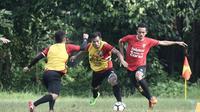 Pemain anyar Bali United, Taufik Hidayat, saat mengikuti sesi latihan bersama Serdadu Tridatu, Selasa (19/12/2017). (Dok. Bali United)