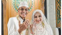 5 Momen Pernikahan Bek Persebaya Rachmat Irianto dan Siti Qonita, Khidmat (sumber: Instagram.com/officialpersebaya)