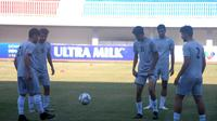 Pemain Timnas Iran U-19 berlatih ringan di Stadion Mandala Krida, Yogyakarta, Selasa (10/9/2019). (Bola.com/Vincentius Atmaja)