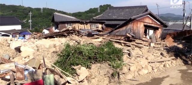 Begini lah kondisi porak poranda Jepang usai diterjang banjir bandang dan tanah longsor yang menewaskan sedikitnya 180 orang.