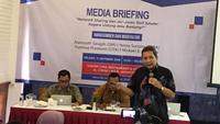 Anggota Ombudsman Republik Indonesia Alamsyah Saragih saat media briefing mengenai network sharing dan interkoneksi di Jakarta.